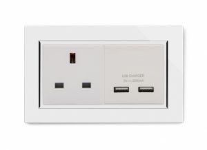Crystal CT 13A 1G UK Socket & 2.1A Dual USB White